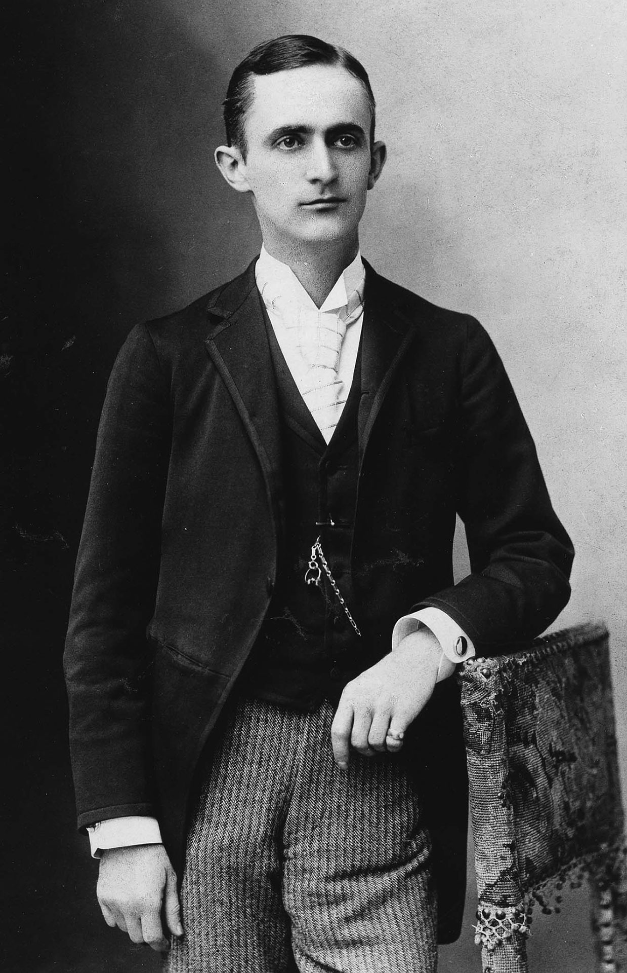 a biography of george eastman an american entreprenuer George eastman was an american entrepreneur who founded the eastman kodak company and popularized the use of roll film, helping to bring photography to the mainstream.