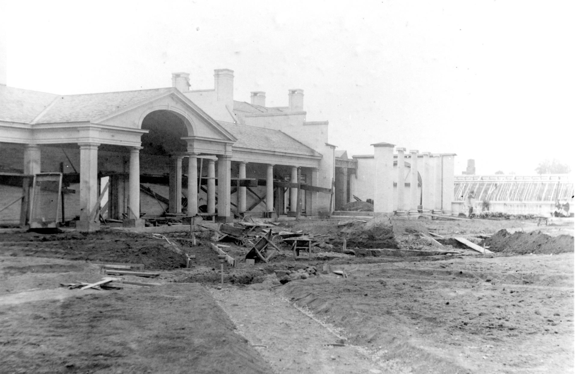Construction of the Colonnade, 1903